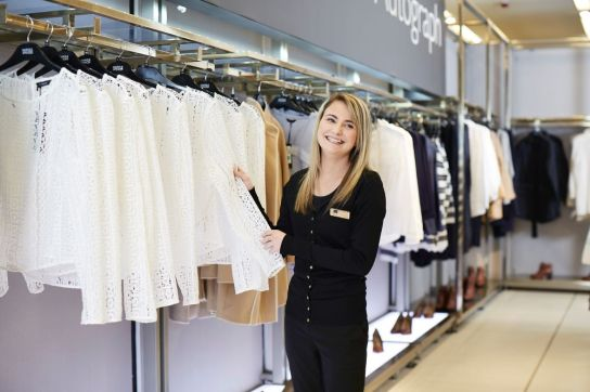 womenswear-customer-assistant